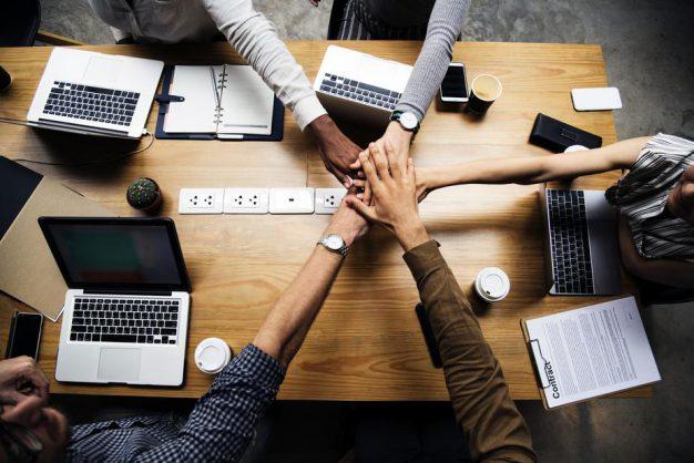 https://thuedungnguyen.vn/wp-content/uploads/2020/02/teamwork-makes-the-dream-work-e1586402641468.jpg