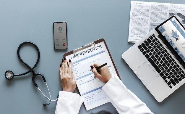 https://thuedungnguyen.vn/wp-content/uploads/2020/05/doctor-filling-up-life-insurance-form_53876-20493.jpg