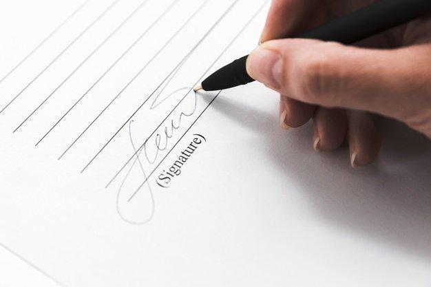 https://thuedungnguyen.vn/wp-content/uploads/2020/05/hand-signing-document-with-pen_23-2148194762.jpg