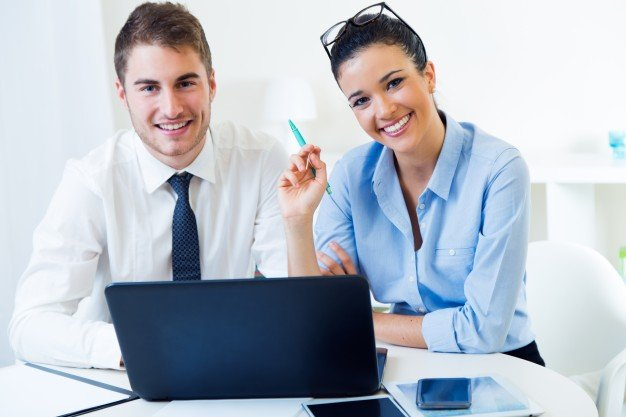 https://thuedungnguyen.vn/wp-content/uploads/2020/06/business-people-working-office-with-laptop_1301-6659.jpg
