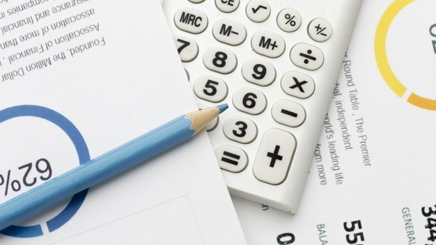 https://thuedungnguyen.vn/wp-content/uploads/2020/06/close-up-economy-calculations-pencil_23-2148525314.jpg