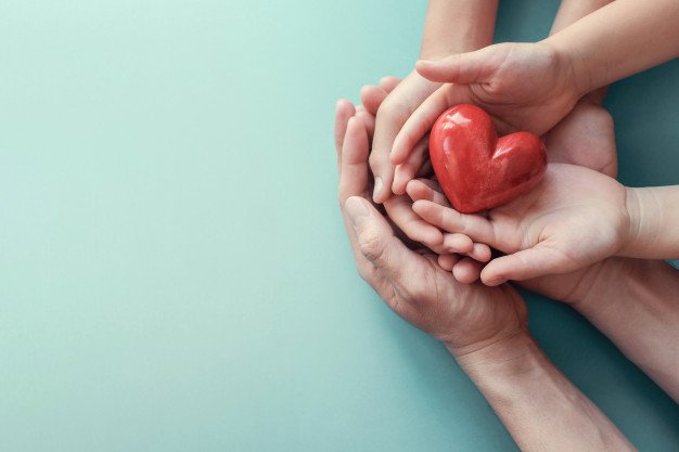 https://thuedungnguyen.vn/wp-content/uploads/2020/08/adult-child-hands-holding-red-heart-aqua-background_49149-908.jpg