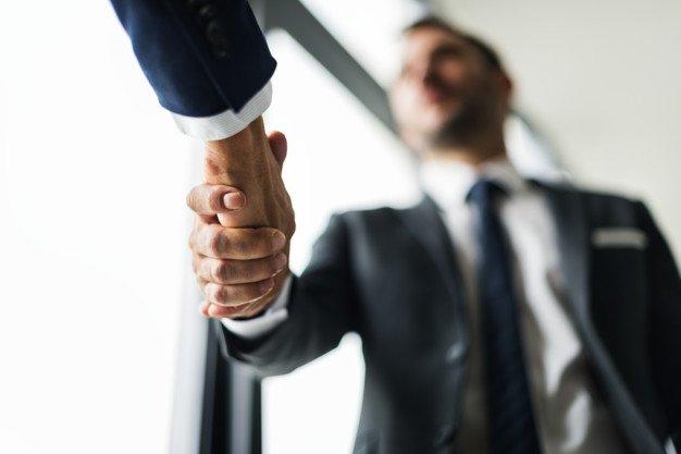 https://thuedungnguyen.vn/wp-content/uploads/2020/08/handshake-business-men-concept_53876-31214.jpg