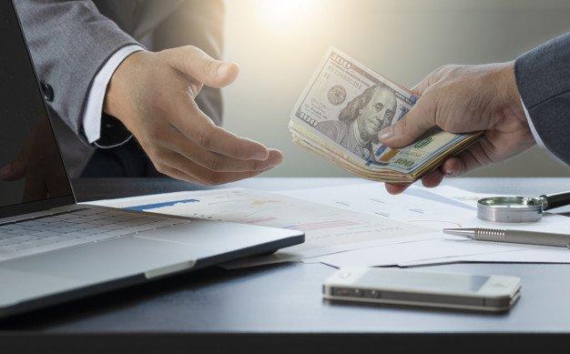 https://thuedungnguyen.vn/wp-content/uploads/2020/08/two-businessmen-give-take-us-dollar-banknote_50039-1057.jpg