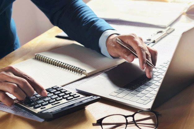 https://thuedungnguyen.vn/wp-content/uploads/2020/11/businessman-working-desk-with-using-calculator-computer-office-concept-accounting-finance_34152-2247.jpg