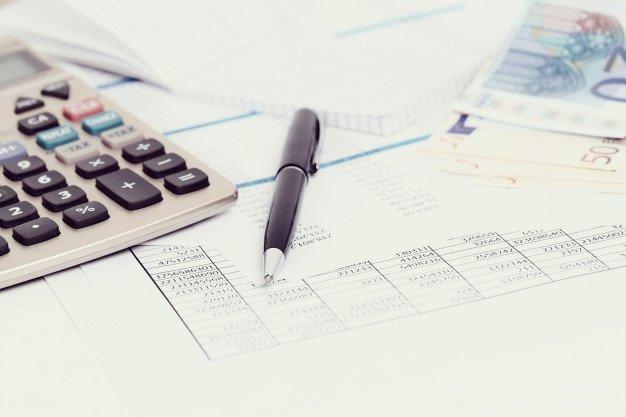 https://thuedungnguyen.vn/wp-content/uploads/2021/01/office-with-documents-money-accounts_144627-33571.jpg