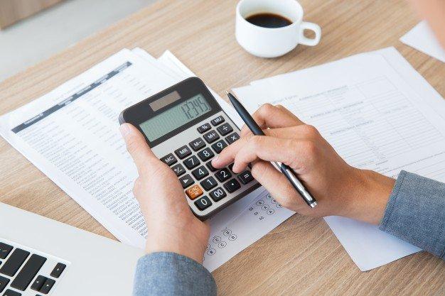 https://thuedungnguyen.vn/wp-content/uploads/2021/03/finance-accounting-paper-desk-using_1262-2292.jpg