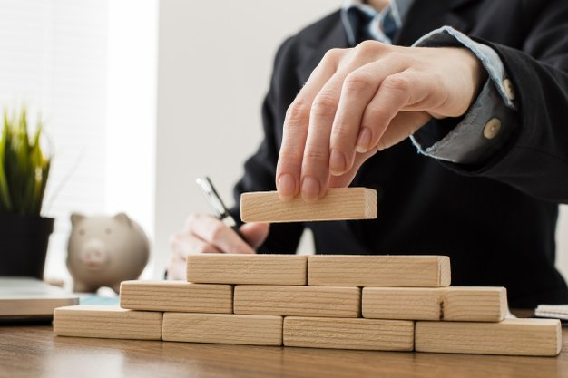https://thuedungnguyen.vn/wp-content/uploads/2021/03/front-view-businessman-with-wooden-building-blocks_23-2148780640.jpeg